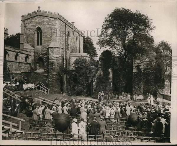 1926 Press Photo Lincoln Cathedral pageant on grounds - Historic Images