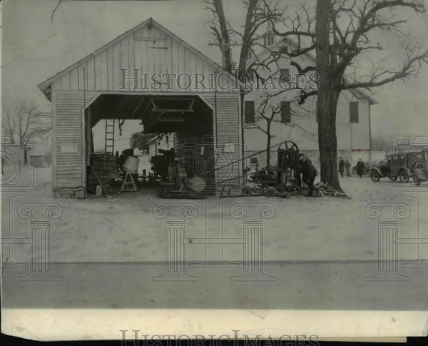 1926 Press Photo Wood Splitting Machine Driven by Portable Motor - Historic Images