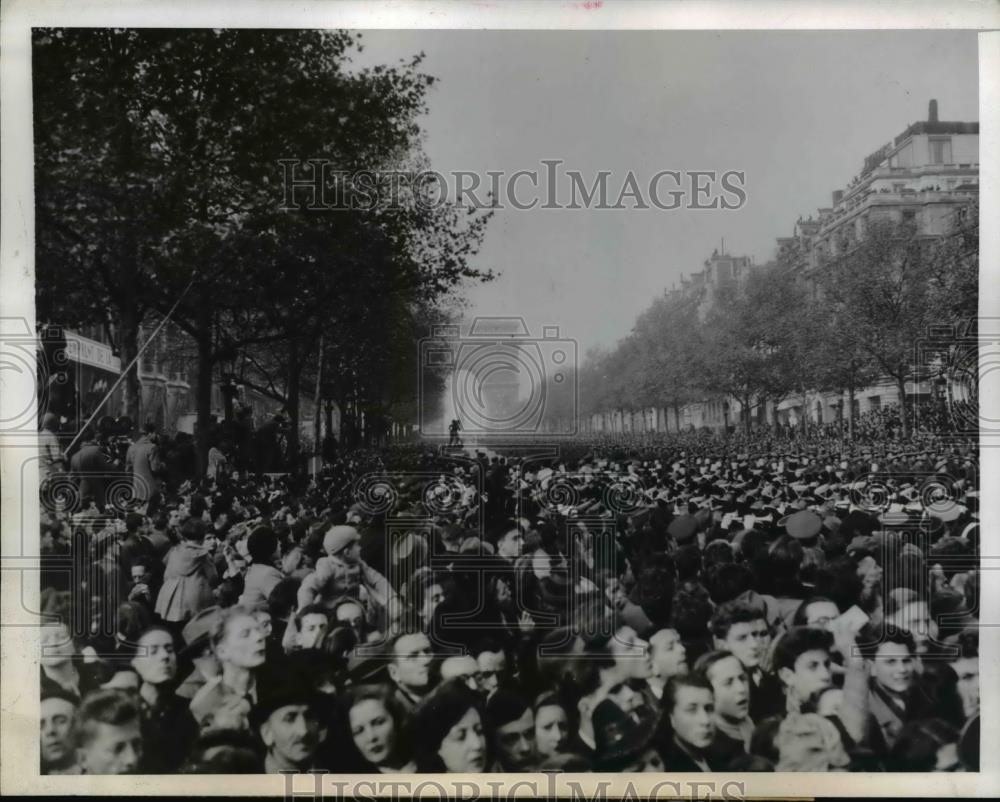 1944 Press Photo Armistice Day Parade in Champs Elysees marked Churchill's visit - Historic Images
