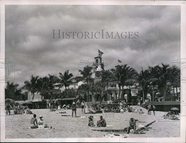 1937 Press Photo Breakers Beach at Palm Beach Florida - Historic Images