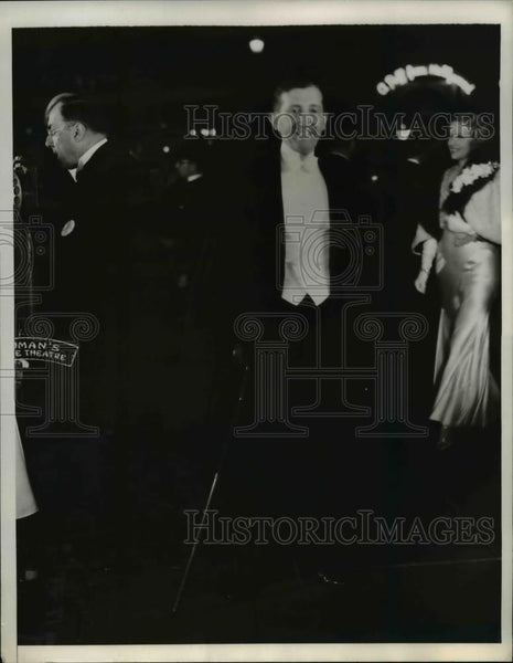 "1932 Press Photo Will Hays arrives at Premiere of ""Rain"", Chinese theater, Cali. - Historic Images"