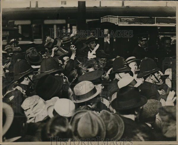1921 Press Photo Euston Station arrival of De Valera (marked by arrow) - Historic Images