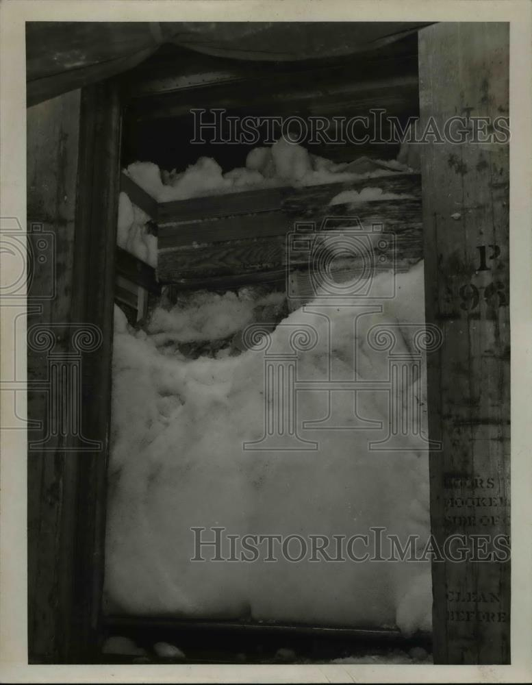 1946 Press Photo Carload of Lettuce Packed in Ice at Food Terminal - Historic Images