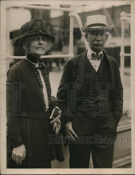 1920 Press Photo Colonel & Mrs EM House sail from NYC to England - Historic Images