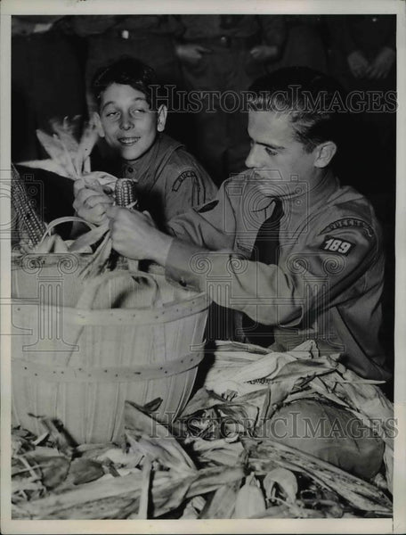 1935 Press Photo Albert Vogel of Troop 189, winner of cornhusking contest - Historic Images