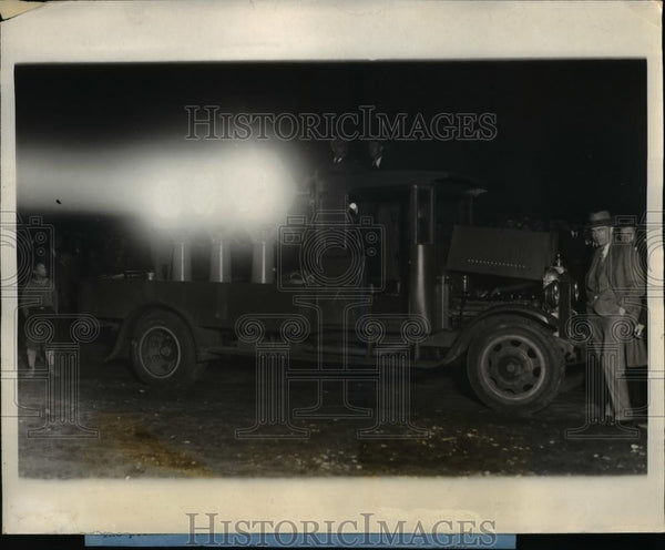 1928 Press Photo Portable Lights for Night Commercial Flying at Curtiss Field - Historic Images