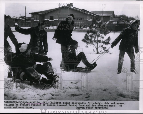 1956 Press Photo of children in Texas playing in the snow. - Historic Images