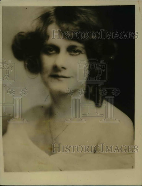 1927 Press Photo Minnye Elson, Youngest Employee of New York Life insurance Co. - Historic Images