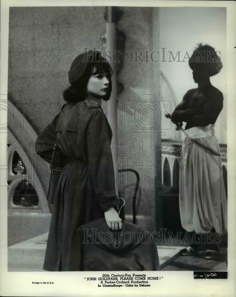 1965 Press Photo Shirley Maclaine In John Goldfarr Please Come Home Historic Images