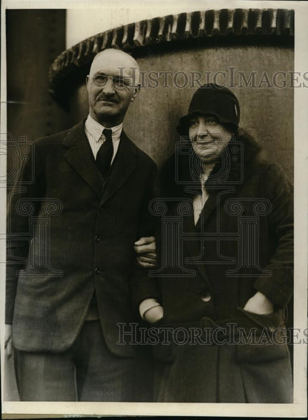 1930 Press Photo Arthur L. Clarke And Wife Pay Visit To Boston - Historic Images
