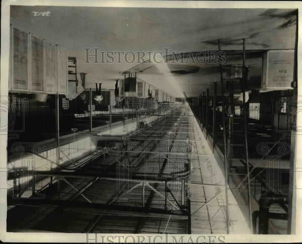 1929 Press Photo A carousel conveyer carries radio sets to freight cars. - Historic Images