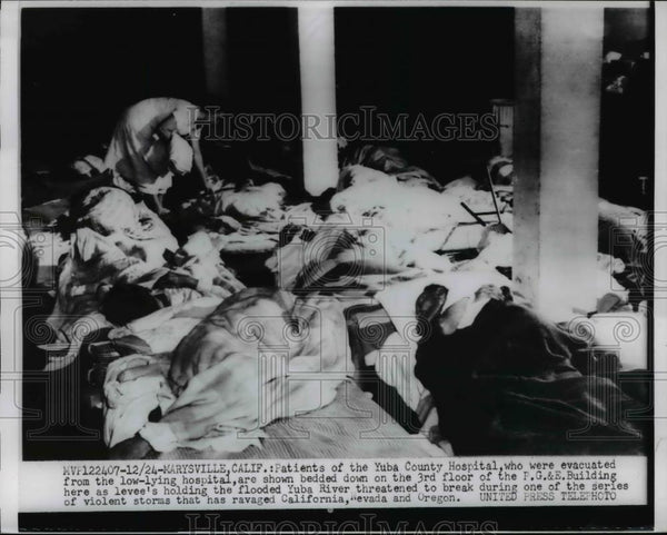 1955 Press Photo Marysville California patients of Yuba County hospital floods - Historic Images