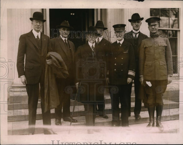 1921 Press Photo Group Of Physicians Call On Harding - Historic Images