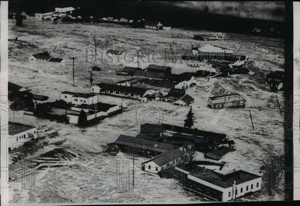 1955 Press Photo Air view of Klamath California floods sweeping thru town - Historic Images
