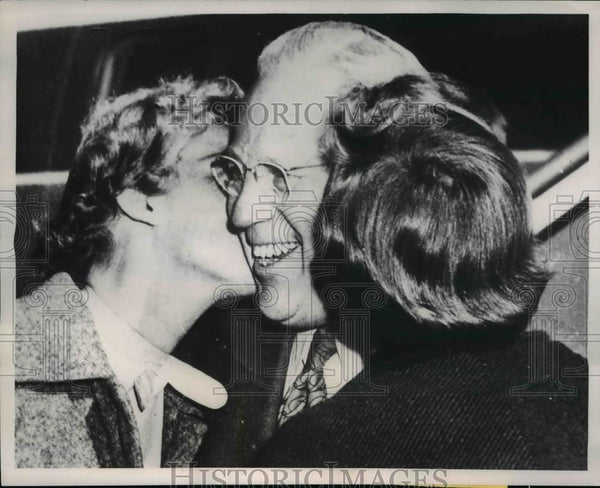 1953 Press Photo California Governor Earl Warren & Daughters Dorothy and Nina - Historic Images