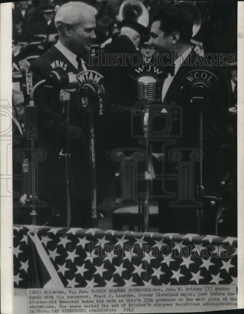 1945 Wire Photo Gov. John W. Bricker shakes hands with his successor Frank J. - Historic Images