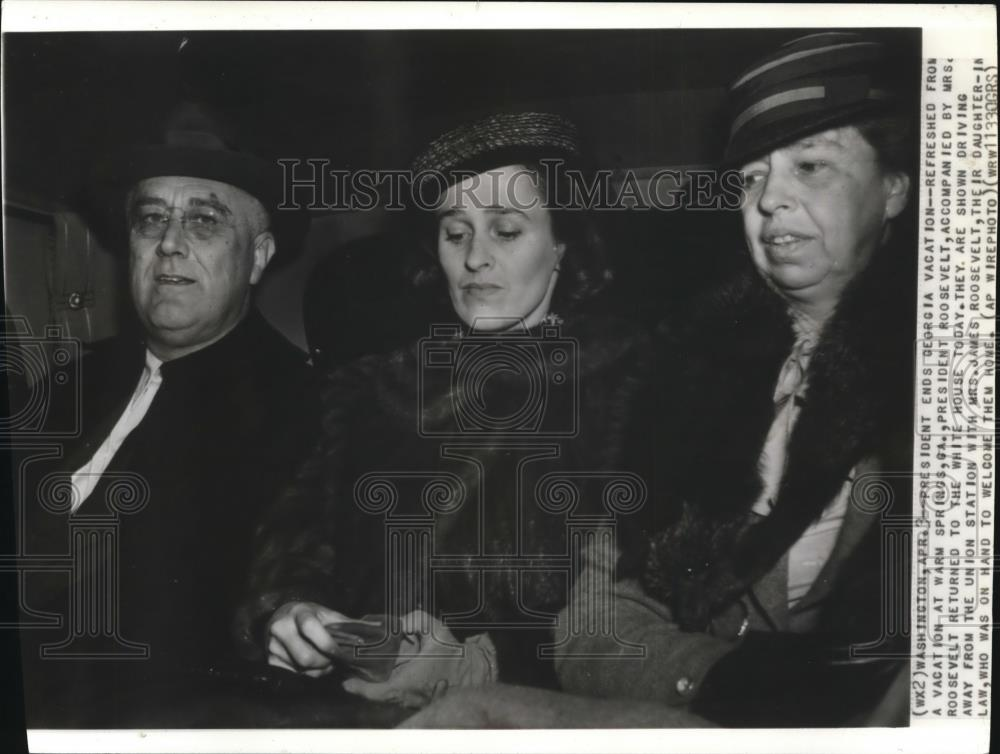 1938 Wire Photo Pres.and Mrs.Roosevelt Returned to White House from Vacation - Historic Images