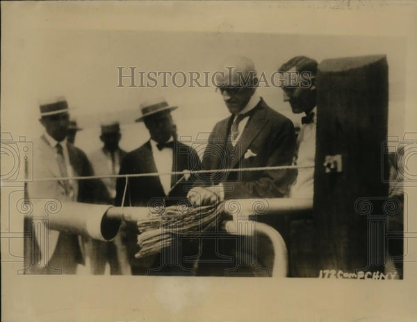 1925 Press Photo F.A. Stephenson splice phone line linking New York with Chicago - Historic Images