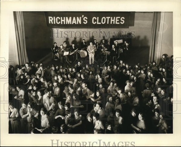1933 Press Photo At the Richman Brothers Factory, City file stores - cva73862 - Historic Images