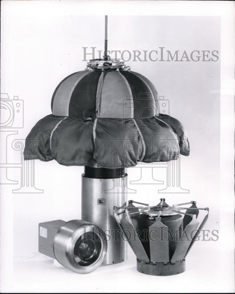 1954 Press Photo Components of Cook revoverable camera capsule system. - Historic Images