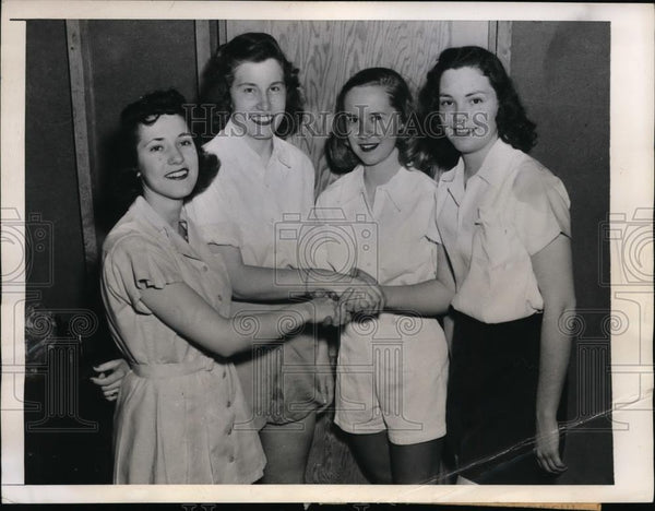 1946 Press Photo Girl College Basketball Team compete at Elmira College - Historic Images