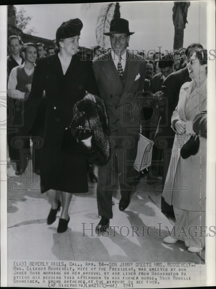 1941 Wire Photo Mrs Eleanor Roosevelt greeted by son Jimmy in Beverly Hills - Historic Images