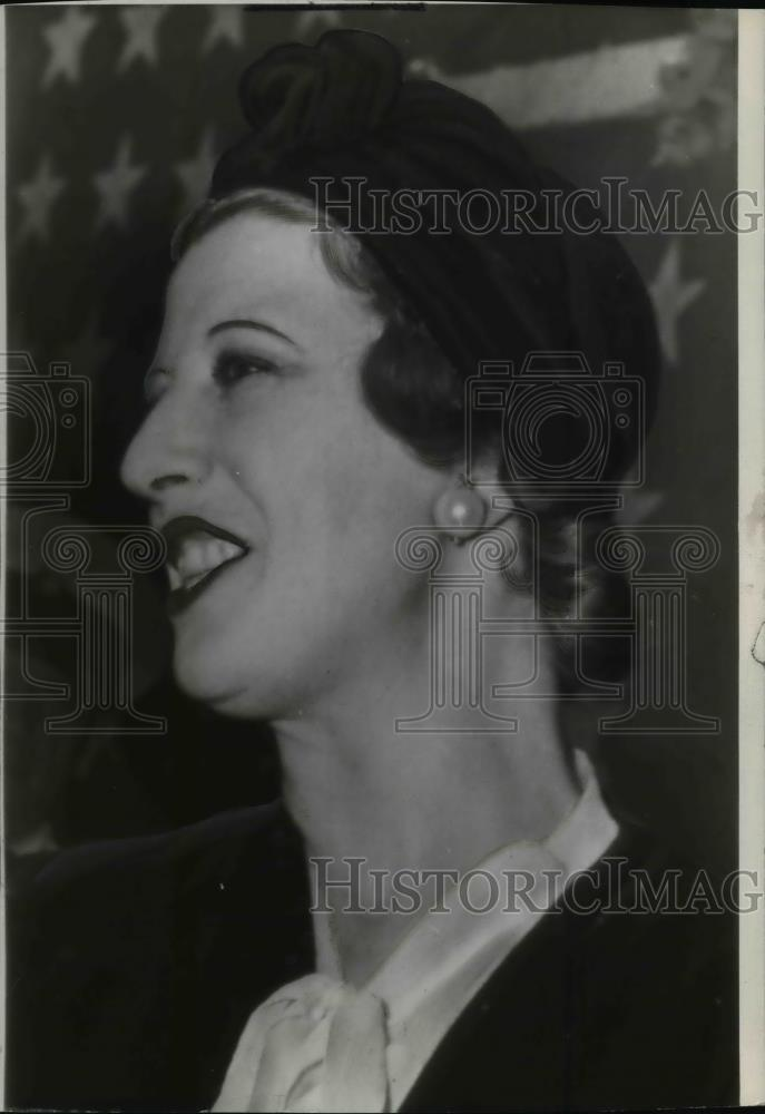 1941 Wire Photo Madame Lupescu comes asshore from excambion wearing black suit - Historic Images