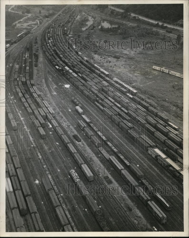 1946 Press Photo Freight trains on siding in OWR & N Albina holding yards - Historic Images