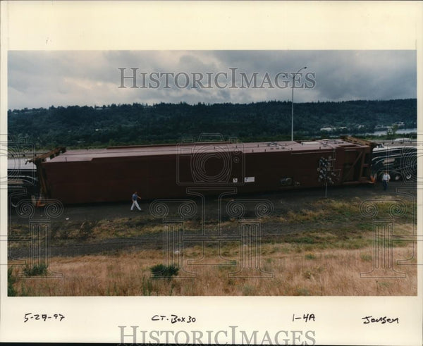 1997 Press Photo Oversize load being loaded to truck for transportation - Historic Images