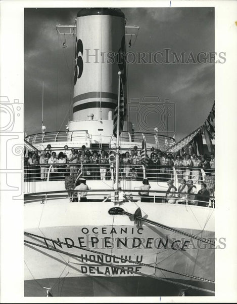 1981 Press Photo SS Oceanic Independence move to Wilmington, Delaware - orb68398 - Historic Images