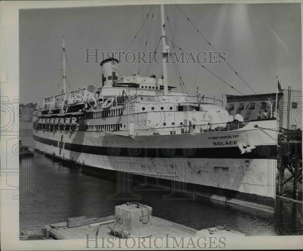 1945 Press Photo Two navy hospital ships, one is the Solace, arrived in Portland - Historic Images