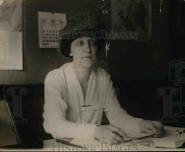 1920 Press Photo Ms Cathering Howard of Women Organization of Saving Division - Historic Images