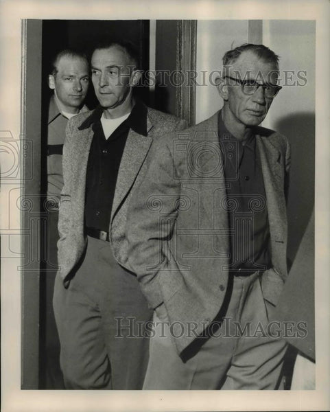 Press Photo Francis J. Rondhuis Policeman, Sgt. Floyd Hutchins - ora74187 - Historic Images