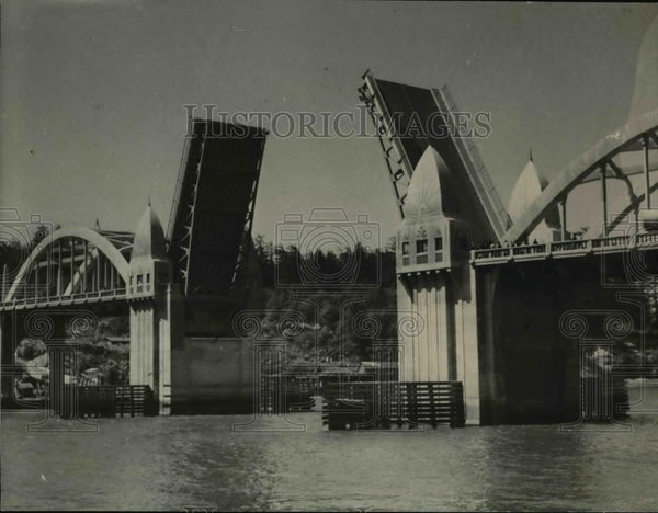 1936 Press Photo Siuslaw Bridge Open picture taken during ceremonies. - orb05778 - Historic Images