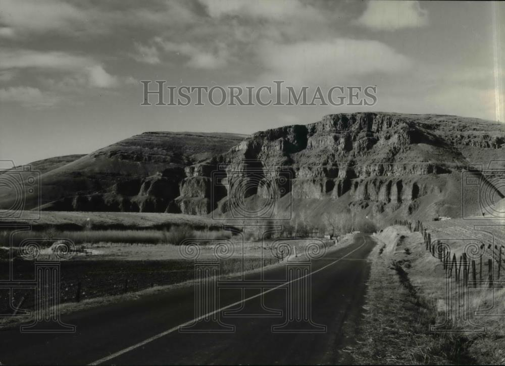 1946 Press Photo One of Oregon's most beautiful drives along Umatilla River. - Historic Images