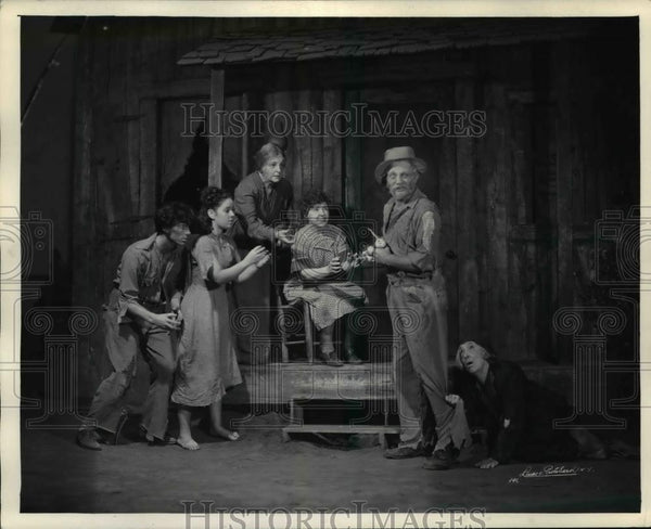 Press Photo The Turnip-eating Scene in Tobacco Road - orb62938 - Historic Images