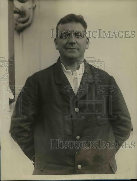 1926 Press Photo Percy Hudson member of crew rescued by S.S Berlin arrive in N.Y - Historic Images