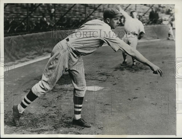 1930 Press Photo Jim Weaver Star Pitcher Baltimore Orioles Sold to Yankees MLB - Historic Images