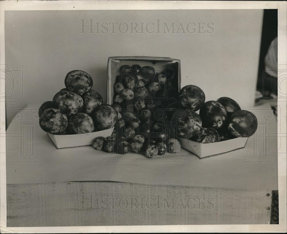 1932 Press Photo Food sitting on table - neb69373 - Historic Images