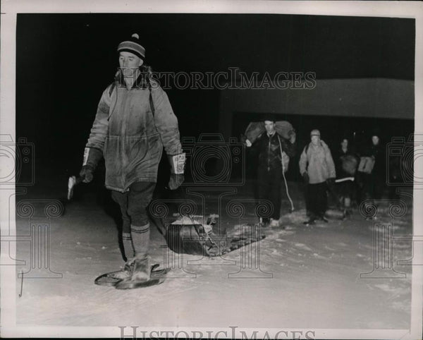 1941 Press Photo Indians snowshoe victims of plane crash in Ontario Canada - Historic Images