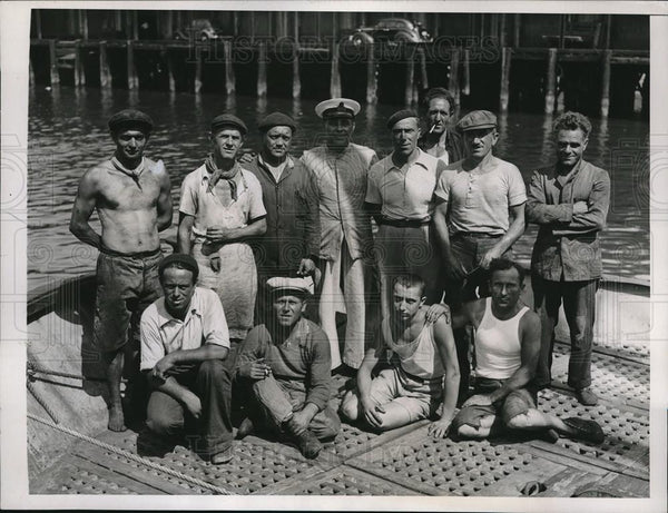 1938 Press Photo Crew of the Italian Ship Falco searched for reputed treasures - Historic Images