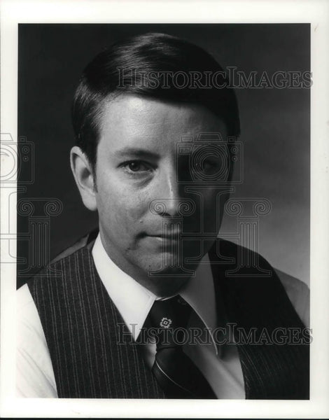 Press Photo Robert W Gardenr Managing Editor Industry Week - cvp12100 - Historic Images