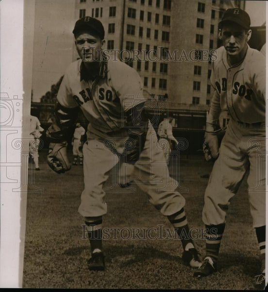 1940 Press Photo Boston Red Sox Mickey Harris & another player training camp - Historic Images