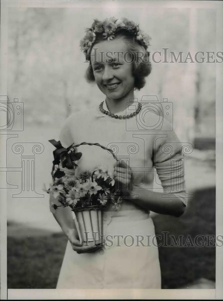 1937 Press Photo Lucy Kimberly crowned May Queen at May Day Celebration - Historic Images