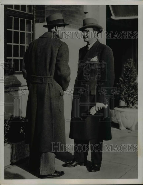 1937 Press Photo Men's Fashion Coat - nee90454 - Historic Images
