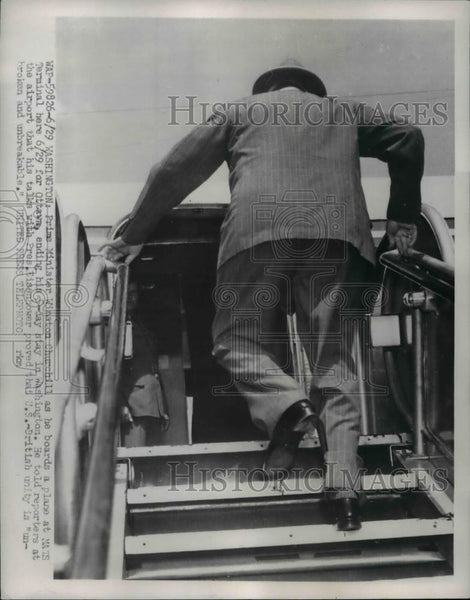 1954 Press Photo Sir Winston Churchill board a plane at MATS Terminal for Ottawa - Historic Images