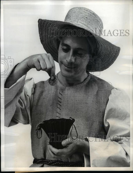 1957 Press Photo Drawstring coin purse from French Antique collection - Historic Images
