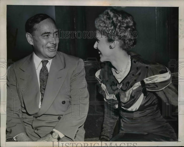 1945 Press Photo Clare Boothe Luce And Joseph Martin At The Backstage - Historic Images