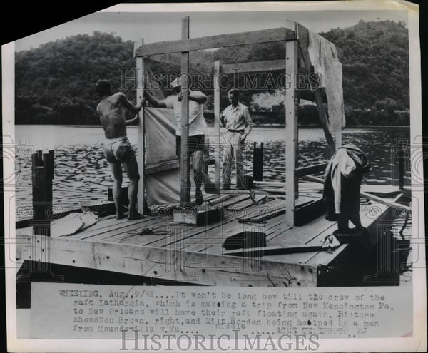 1951 Press Photo Crew of raft Lathargia make a trip to N.Y to New Orleans - Historic Images