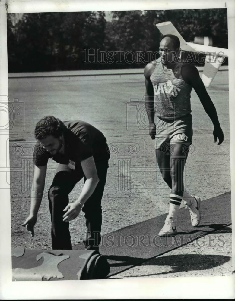 Press Photo Cavaliers basketball - cvb64763 - Historic Images